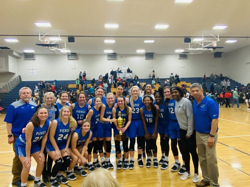 2021 Lady Bears basketball team with region trophy